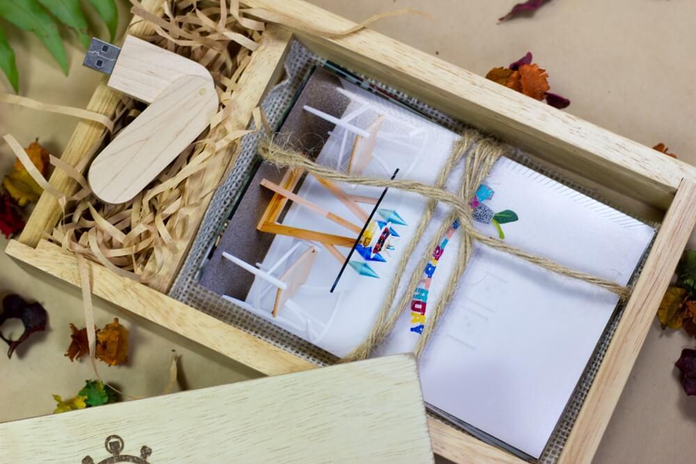 R box with samurai sword USB 21